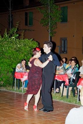 Coreografo Claudio Serrattini e Federica ballno il tango argentino