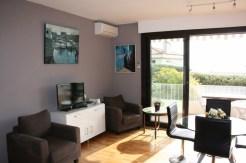 salon vers terrasse/ living room to terrace