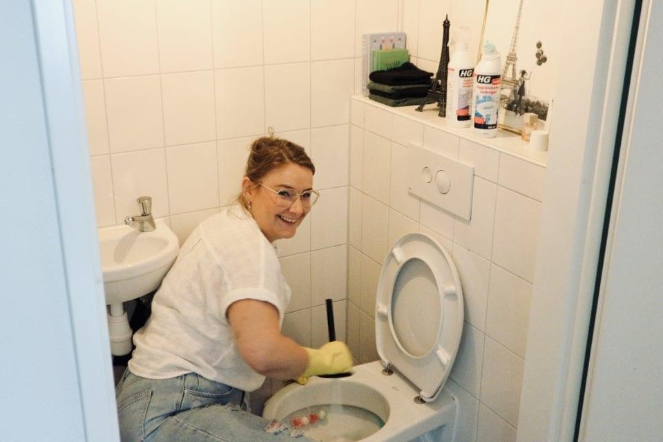 blij de wc poetsen