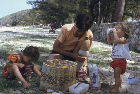Peter Louisa Rach family picnic Ela Beach 1974