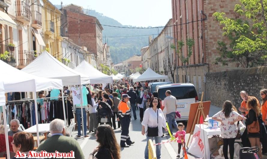 El bon temps acompanya a la segona fira de botigues al carrer a Castellbell i el Vilar