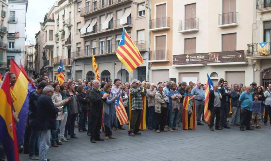 Centenars de persones s´apleguen a Manresa per demanar la República Catalana
