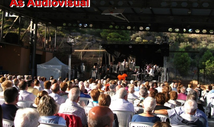 Especial FM A CASTELLBELL I EL VILAR : Un públic fidel i entregat per escoltar la orquestra Rosaleda