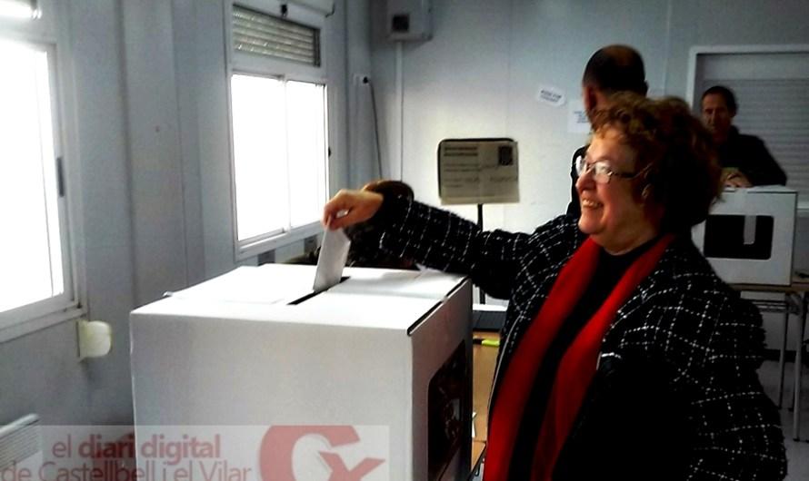 Primers votants del 9-N a Castellbell i el Vilar