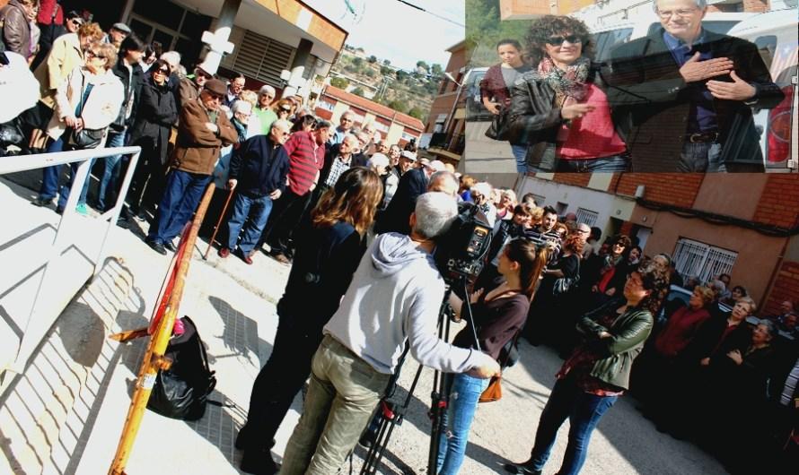Unes tres-centes persones es concentren al CAP de Castellbell i el Vilar per donar suport a Emili Viudes .