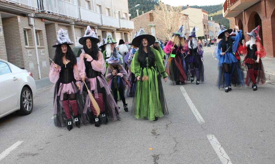 Animada rua de carnestoltes a Castellbell i el Vilar