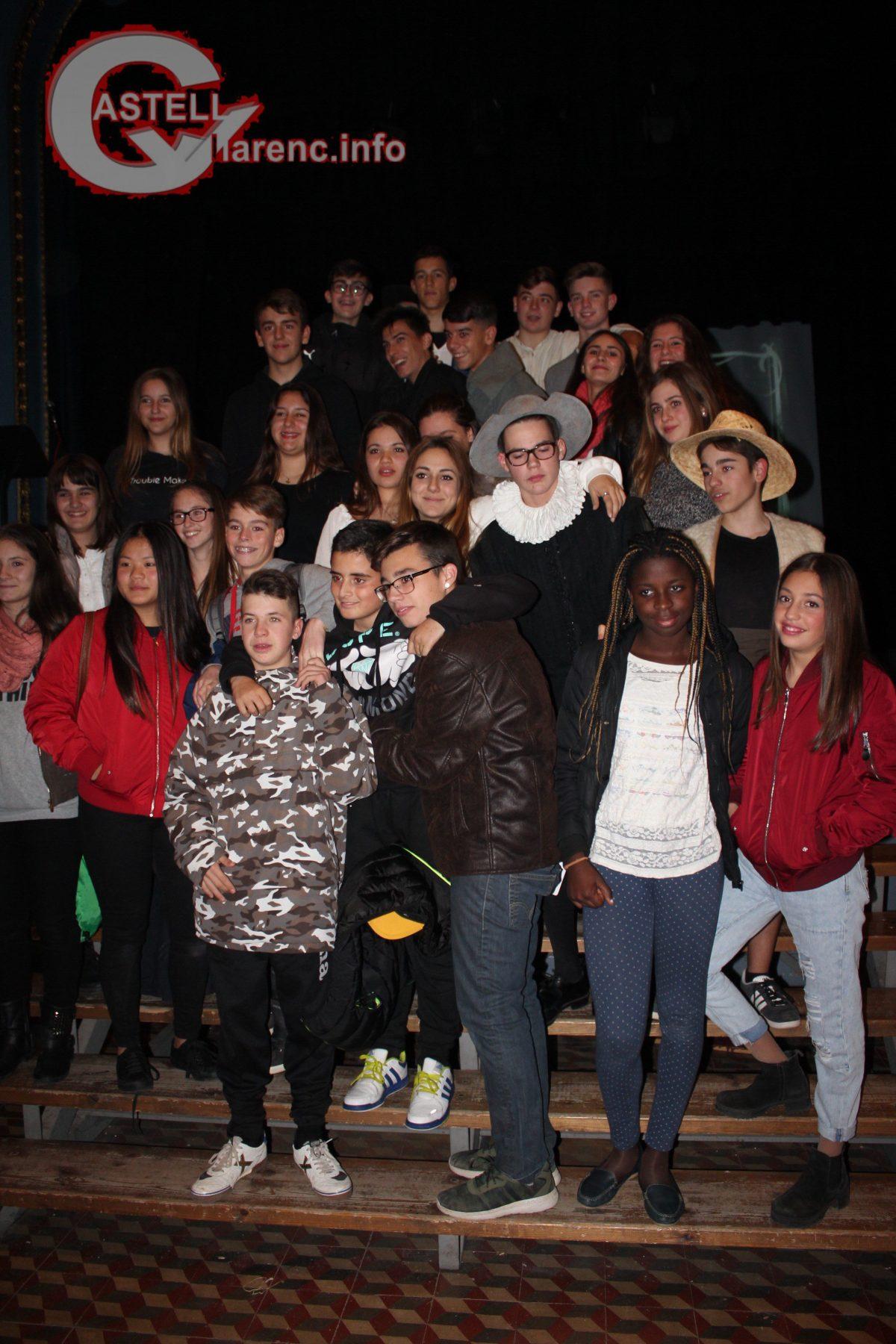 alumnes-homentage-cervantes_shakespeare