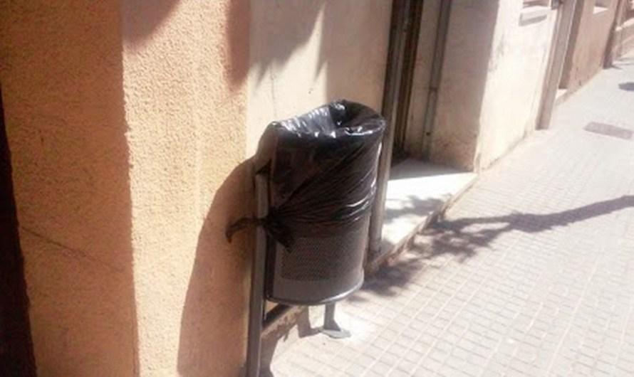 L'Ajuntament de Castellbell i el Vilar, instal·la noves papereres pel municipi.