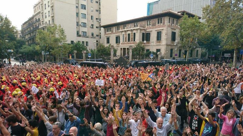 Catalunya desborda les places per defensar la democràcia i les llibertats.