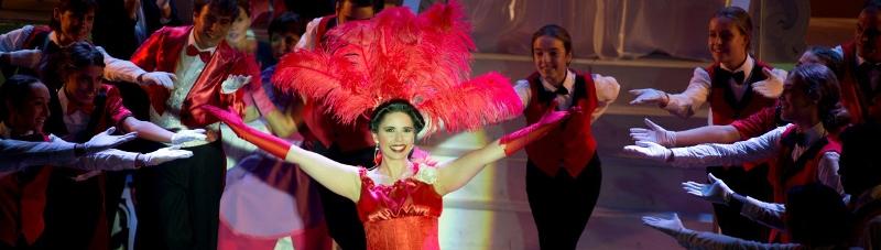 El Teatre Kursaal( Manresa) acull aquest divendres les dues funcions solidàries del musical 'Dolly, una dona exasperant'