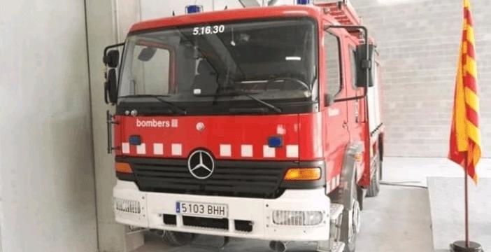 Un conductor resulta ferit en caure amb el cotxe a la via del tren a Manresa