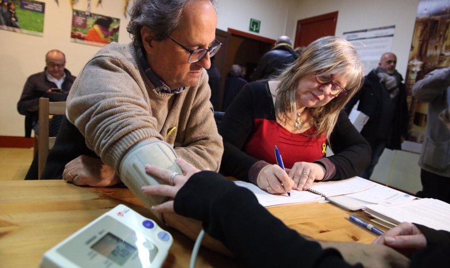 La Dra Torres examina al president Quim Torra al dejuni a Montserrat