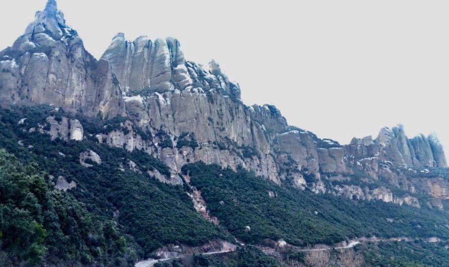 Neu als punts alts de Montserrat.