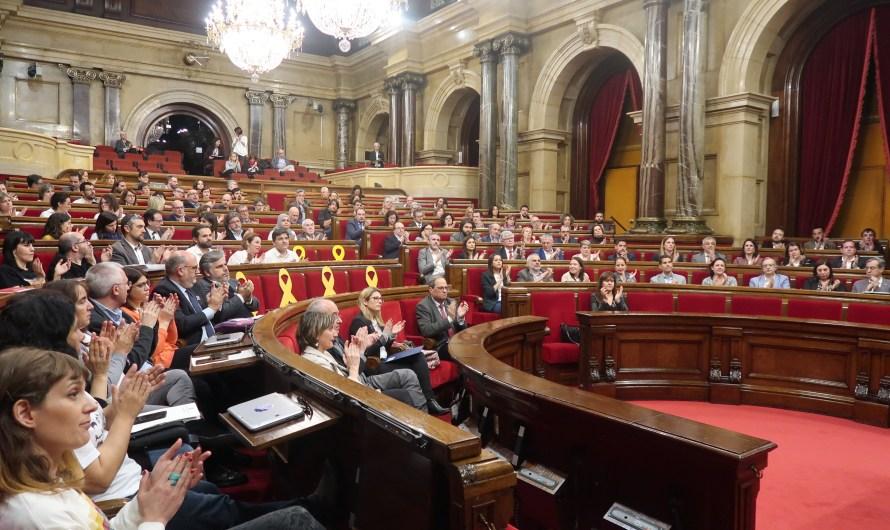 El Parlament dona suport a la vaga feminista