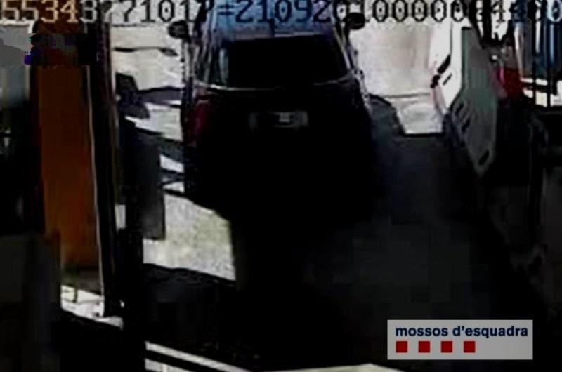 Els Mossos d'Esquadra denuncien un conductor per portar la matrícula tapada per evitar pagar el peatge de la C-16