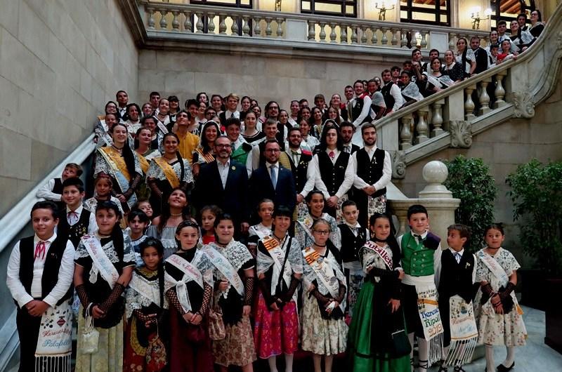 Els hereus i les pubilles de Catalunya visiten el Parlament