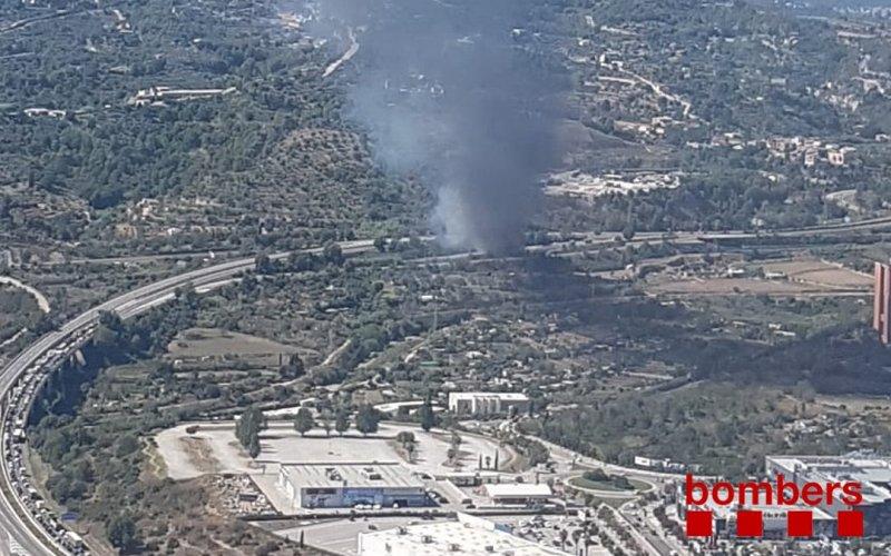 Tallada la C-16 i la C58 per un incendi d' un camió a Terrassa
