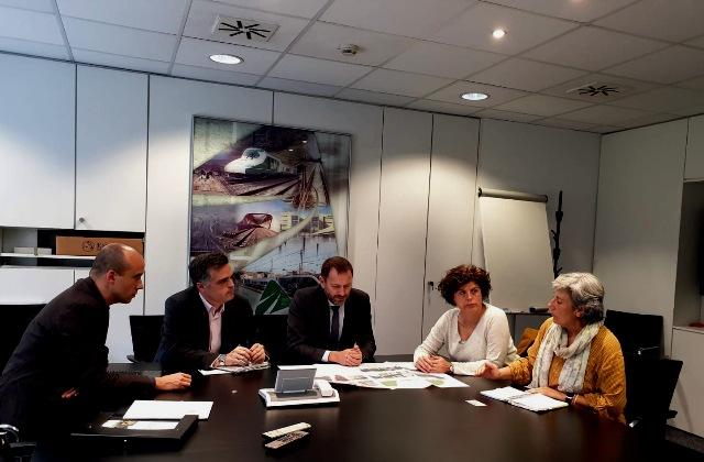 L'Ajuntament de Castellbell i el Vilar i ADIF estudiaran la millora del pont de la Farinera