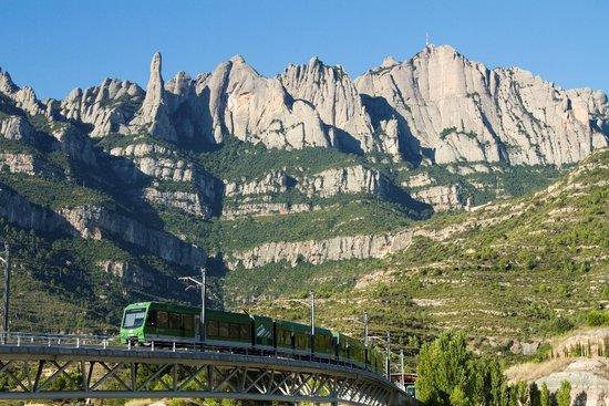 FGC implementa la venda en línia dels bitllets dels cremalleres de la Vall de Núria i Montserrat