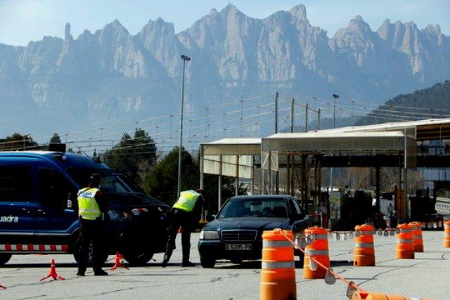 Els Mossos fan control al peatge de Castellbell per evitar que la gent es desplaci cap a segones residències