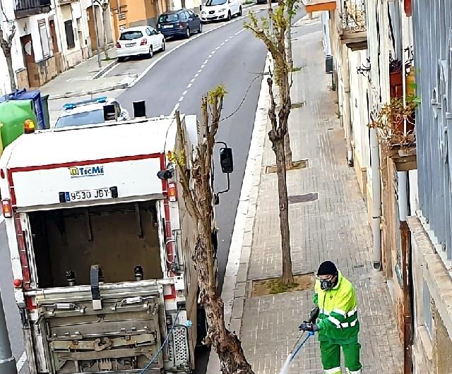 L'ajuntament de Castellbell i el Vilar, desinfecta els carrers.