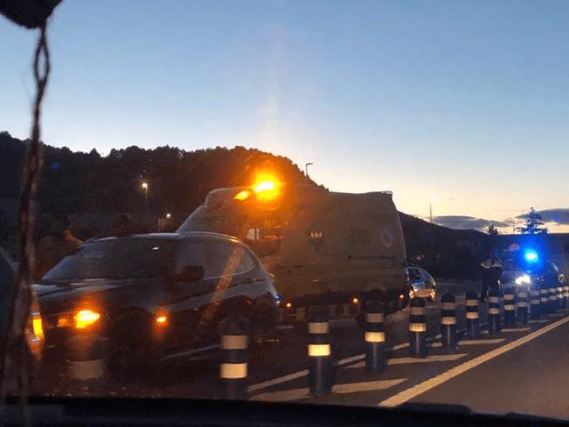 Un accident amb tres cotxes provoca cues de més de set quilòmetres a la C-55