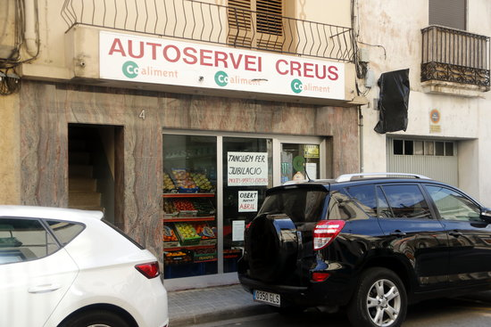 La propietària del supermercat Creus a Monistrol de Montserrat posposa la jubilació