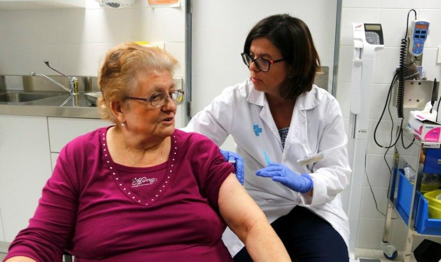 L'inici de la campanya de vacunació de la grip s'avançarà a mitjans d'octubre