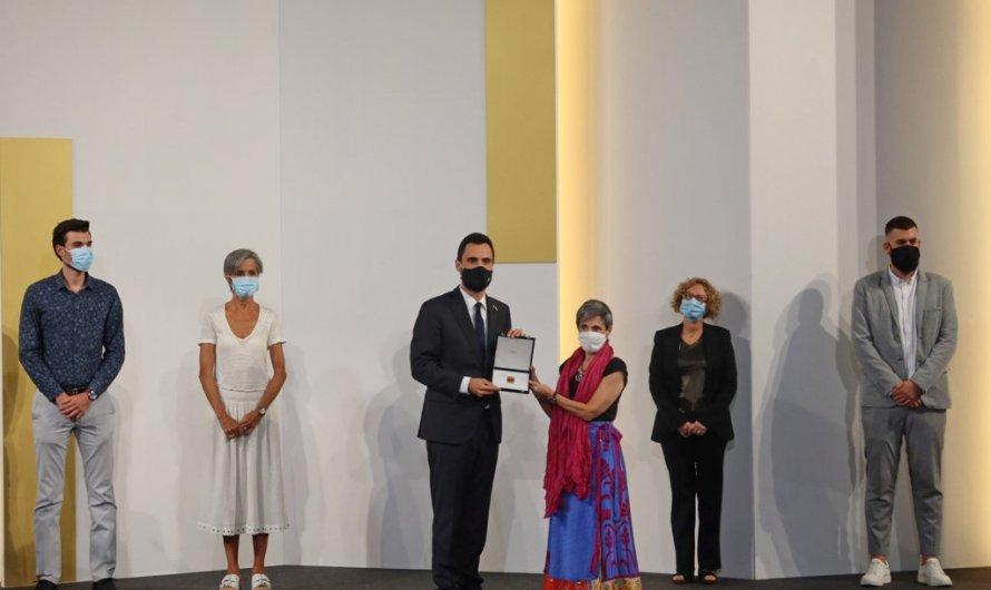 """Els sanitaris reben la Medalla d'Honor del Parlament: """"Curar i cuidar és sempre la nostra missió"""""""