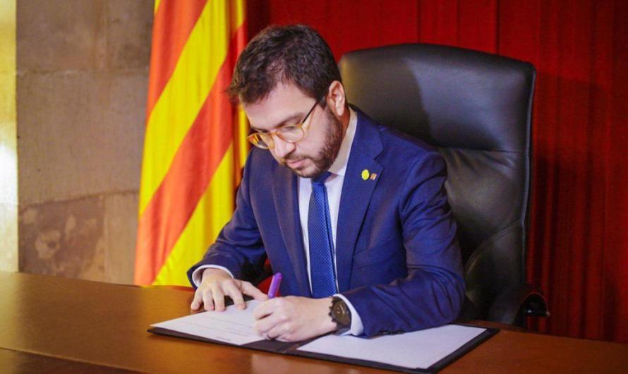 Pere Aragonès signa la convocatòria de les eleccions al Parlament de Catalunya del 14-F