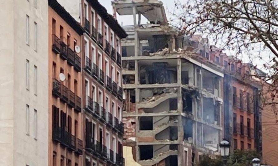 Una forta explosió destrossa bona part d'un edifici al centre de Madrid