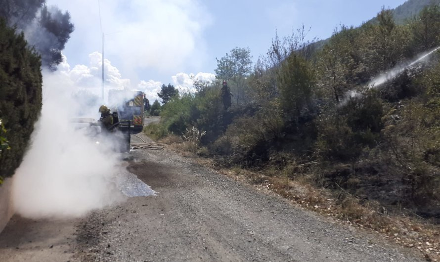 S'incendia un vehicle al Clot del Tufau, a Sant Vicenç de Castellet.