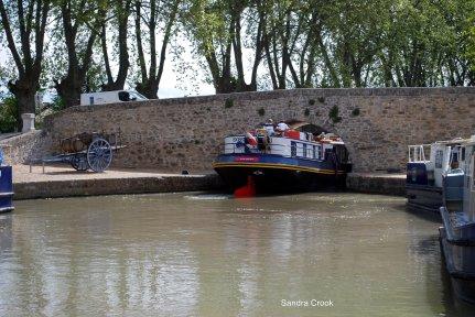 Capestang Bridge - always an interesting manoeuvre...
