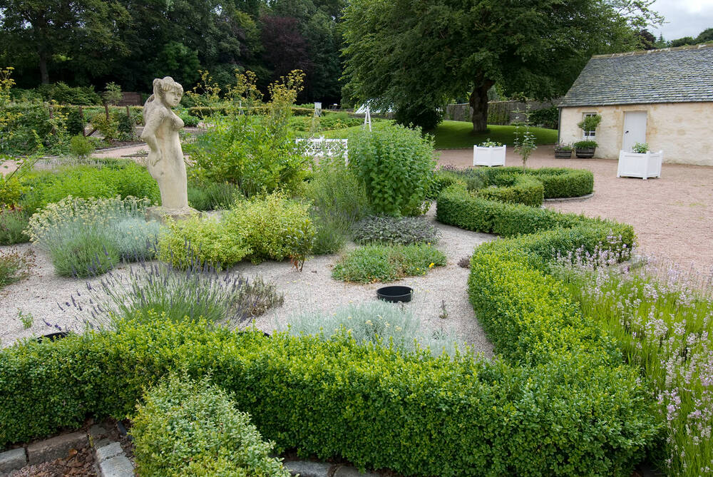 garden at fyvie castle