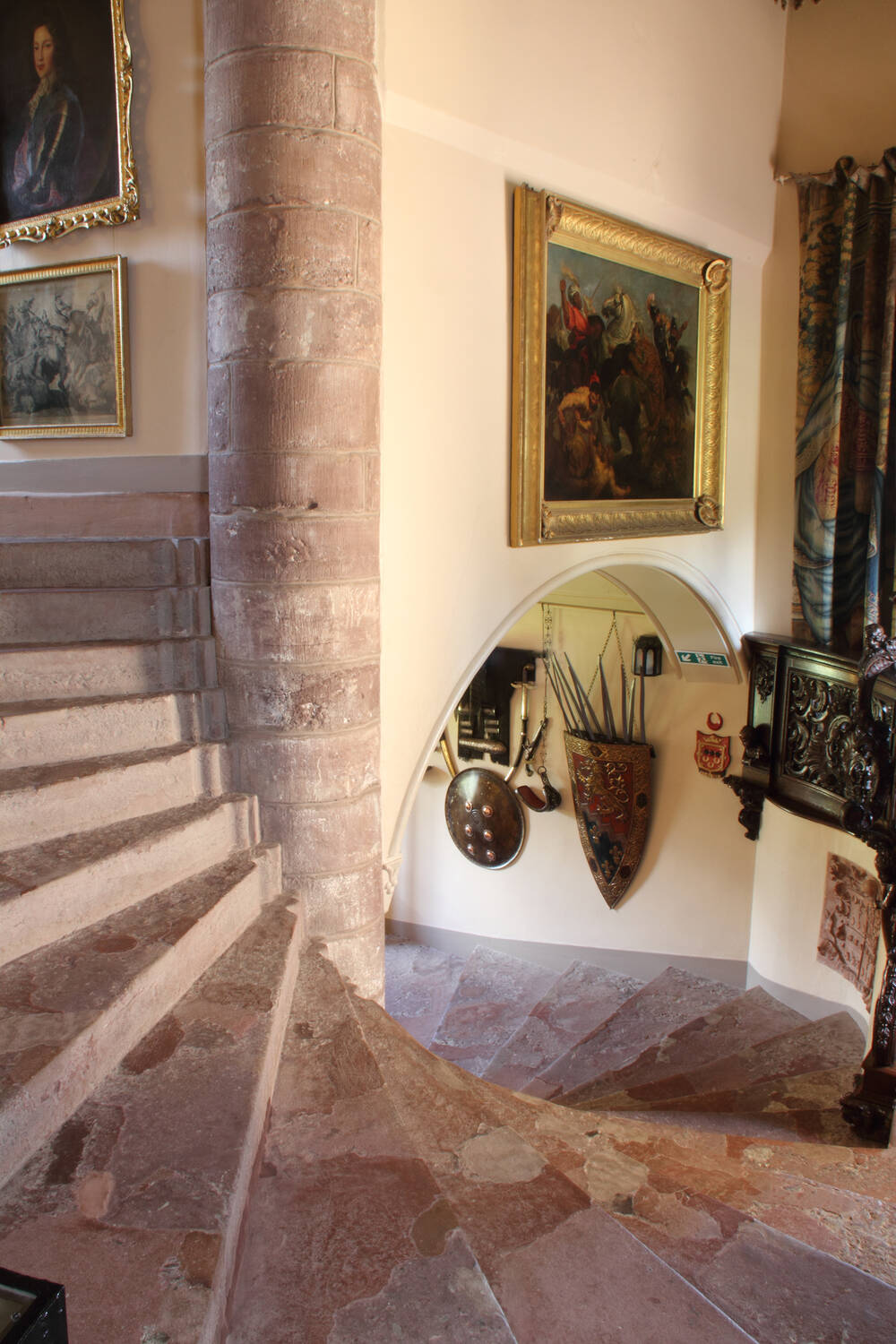 staircase in fyvie castle