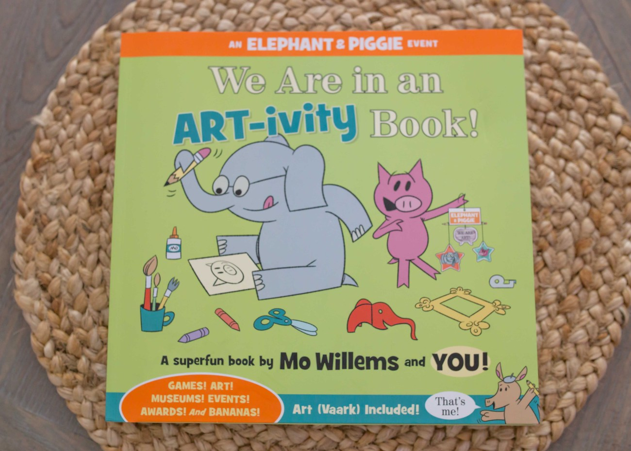 ELephant & Piggie We are in an art-ivity book