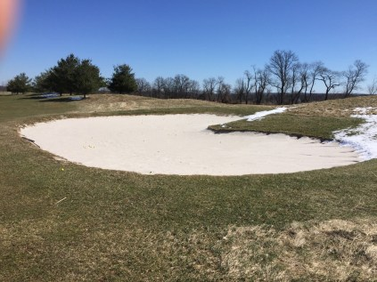 Practice sand bunker just to the right of the driving range. Sand is in nice condition so it offers good practice.