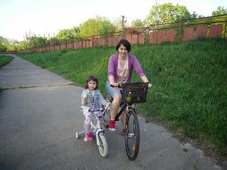 Anca-si-Ilinca-pe-biciclete