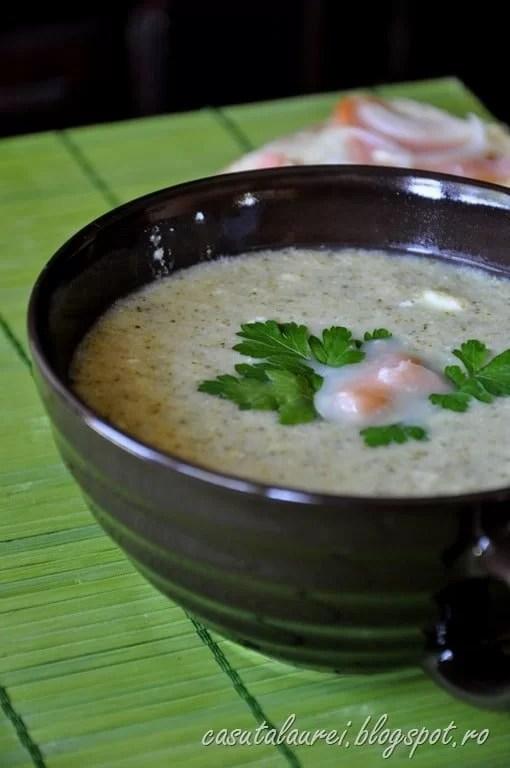 Supa de brocolli cu somon afumat