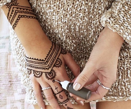 Lo Efimero Y La Variedad De Los Tatuajes De Henna Faciles