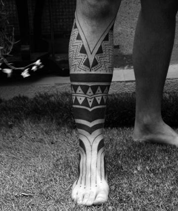 La Elegancia De Los Tatuajes De Tribales En La Pierna