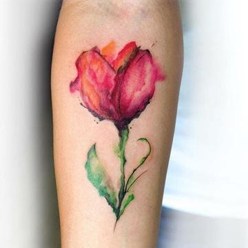 Realistas Tatuajes De Flores En El Brazo Para Mujeres