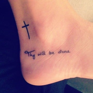 Delicados Y Sencillos Tatuajes De Cruces Para Mujer