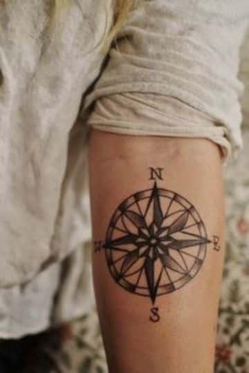 Diferentes Diseños En Tatuajes De Rosa De Los Vientos