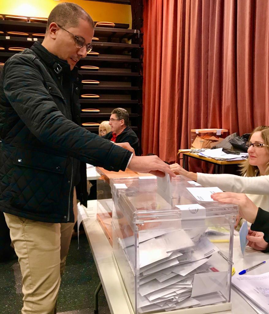 الحزب الإشتراكي العمالي الإسباني ينهج سياسة عقيمة تعتمد الإعتماد على تنصيب زعماء وهميين