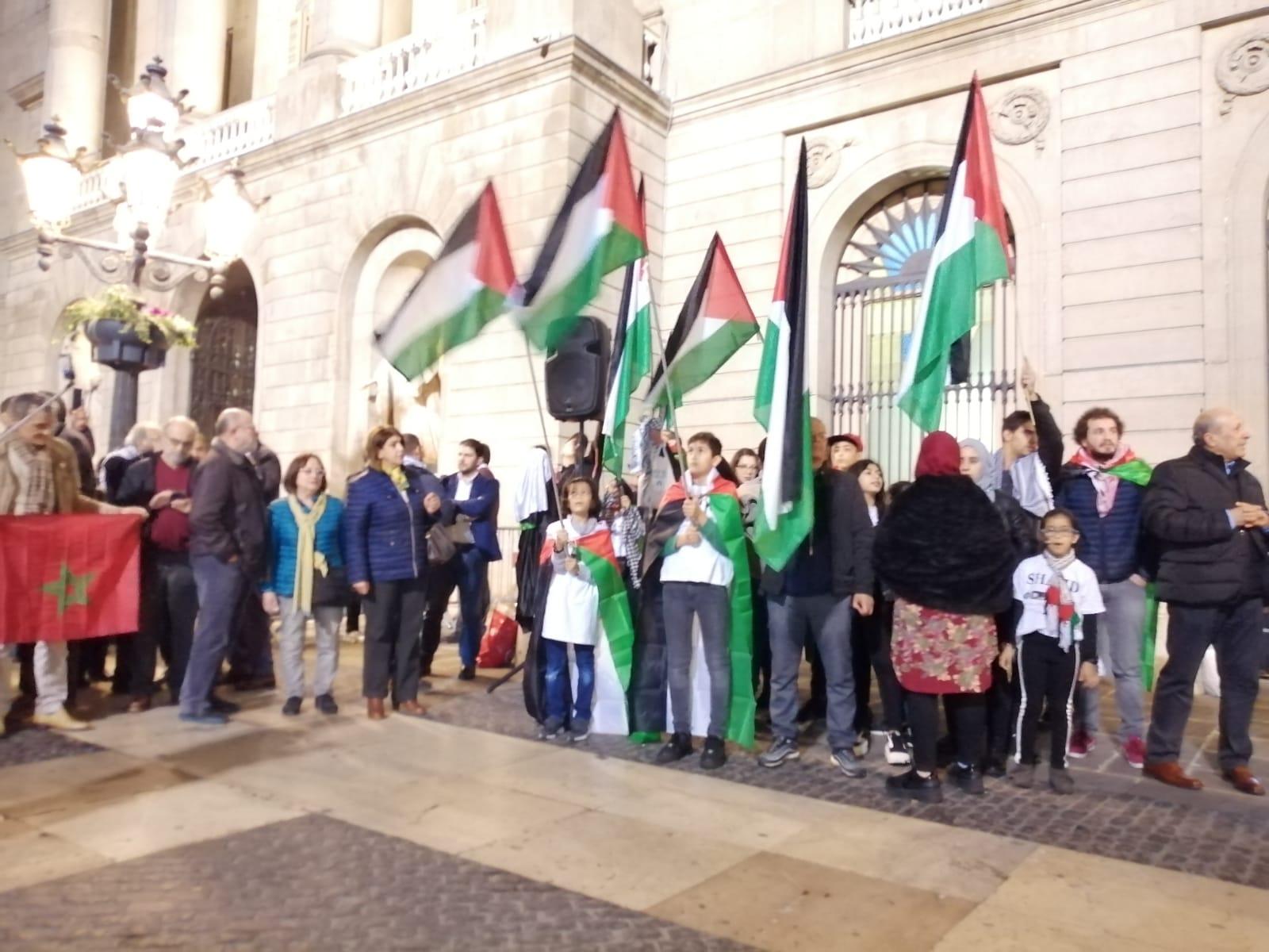 الجالية الفلسطينية بكطالونيا تندد بصفقة القرن.