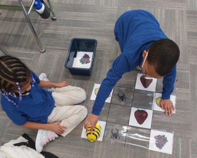 Catalyst students team up to program robot in STEM lesson
