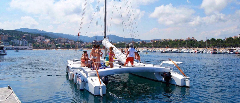 Alquiler catamaran Platja d'Aro fiestas despedidas