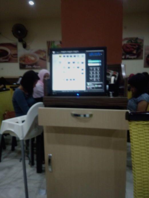 aplikasi pemesanan menu makan yang terhubung ke dapur dan kasir