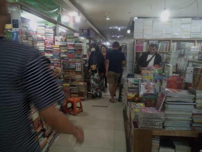 pasar buku blok M Square